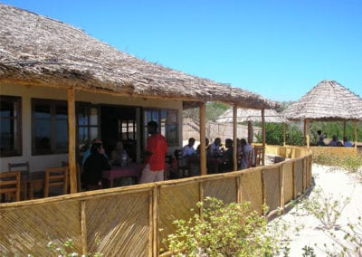La terrasse Hôtel de la plage Ifaty Tuléar