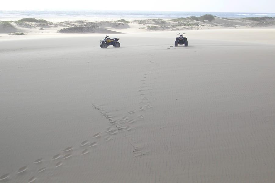 Sortie quad sur le dunes de sable blanc
